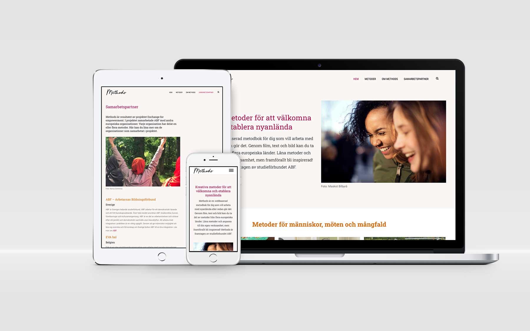 laptop, ipad och mobil visar sajten methods
